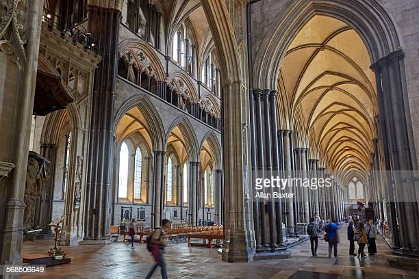interior of salisbury cathedral - サリスベリー ストックフォトと画像