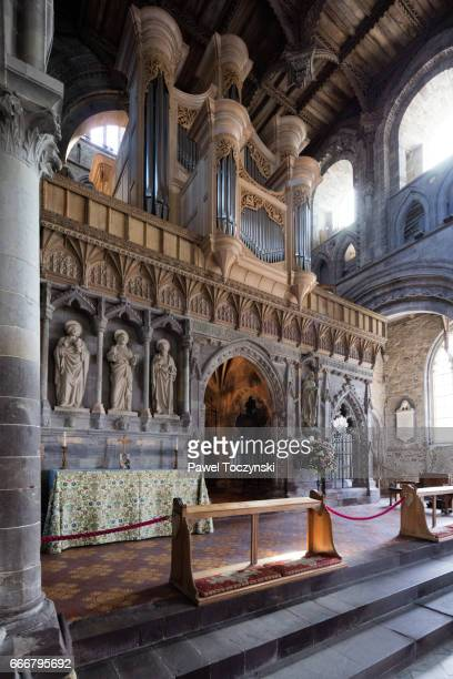 interior of st david's cathedral, wales - st davids day stock pictures, royalty-free photos & images
