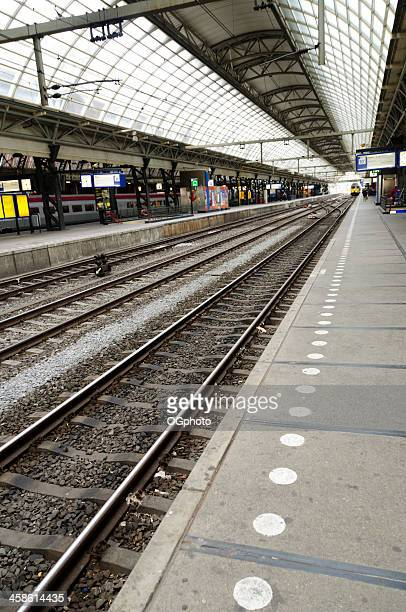 interior of the amsterdam central railway station. - ogphoto stock pictures, royalty-free photos & images