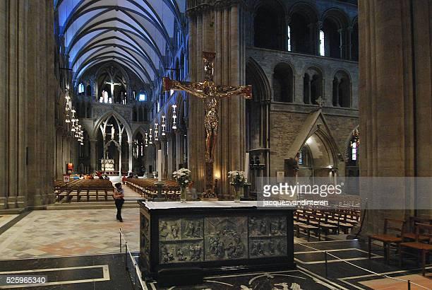 interior de la catedral de trondheim, noruega - trondheim fotografías e imágenes de stock