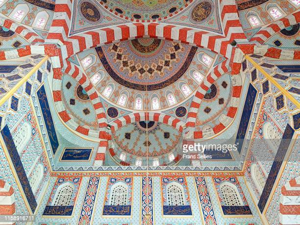 interior of the jalil khayat mosque in erbil, iraqi kurdistan - iraq stock pictures, royalty-free photos & images