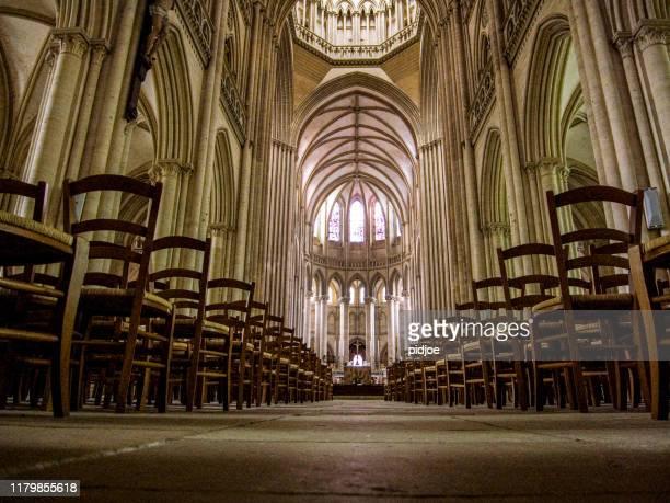 ルーアン大聖堂の内部、低角度ビュー - ルピュイ ストックフォトと画像