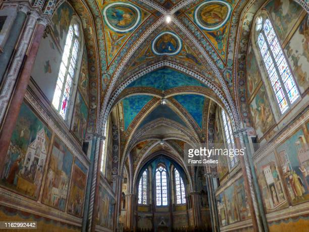 interior of the upper basilica in the st francis basilica, assisi, italy - frans sellies stockfoto's en -beelden