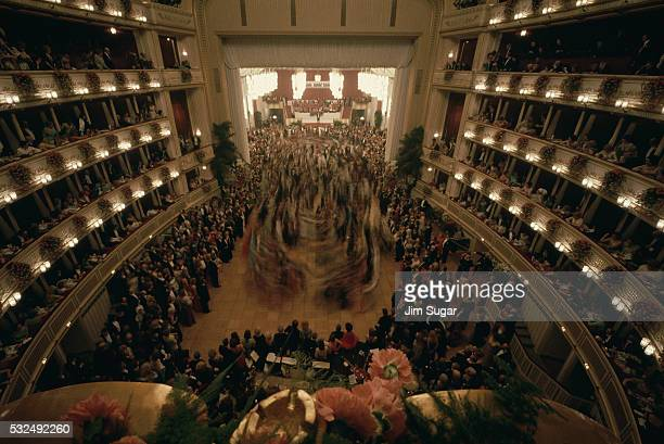 interior of the vienna opera house - vienna state opera stock pictures, royalty-free photos & images