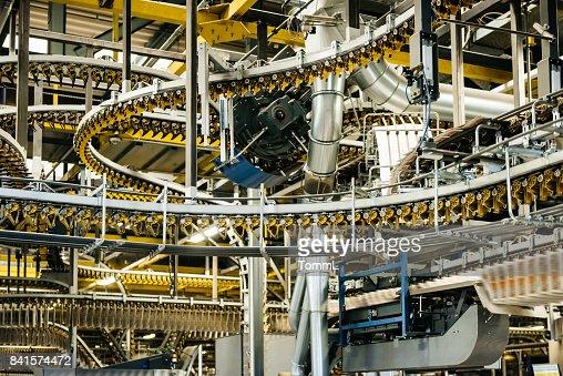 Innenaufnahme einer großen Fabrik