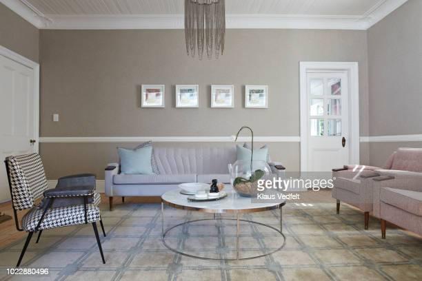 interior shot of beautiful stylish livingroom - sala de estar - fotografias e filmes do acervo