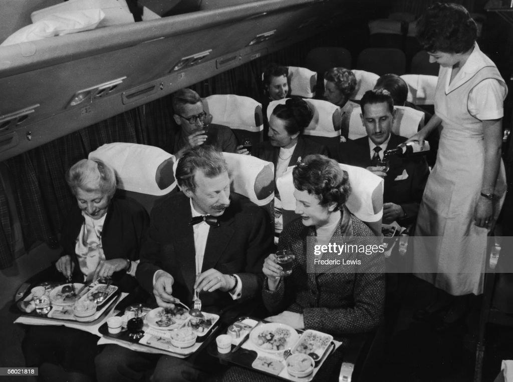 Dining In Flight : News Photo