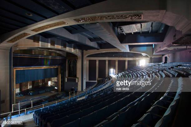 interior view of an abandoned theater from the balcony - mezzanine photos et images de collection