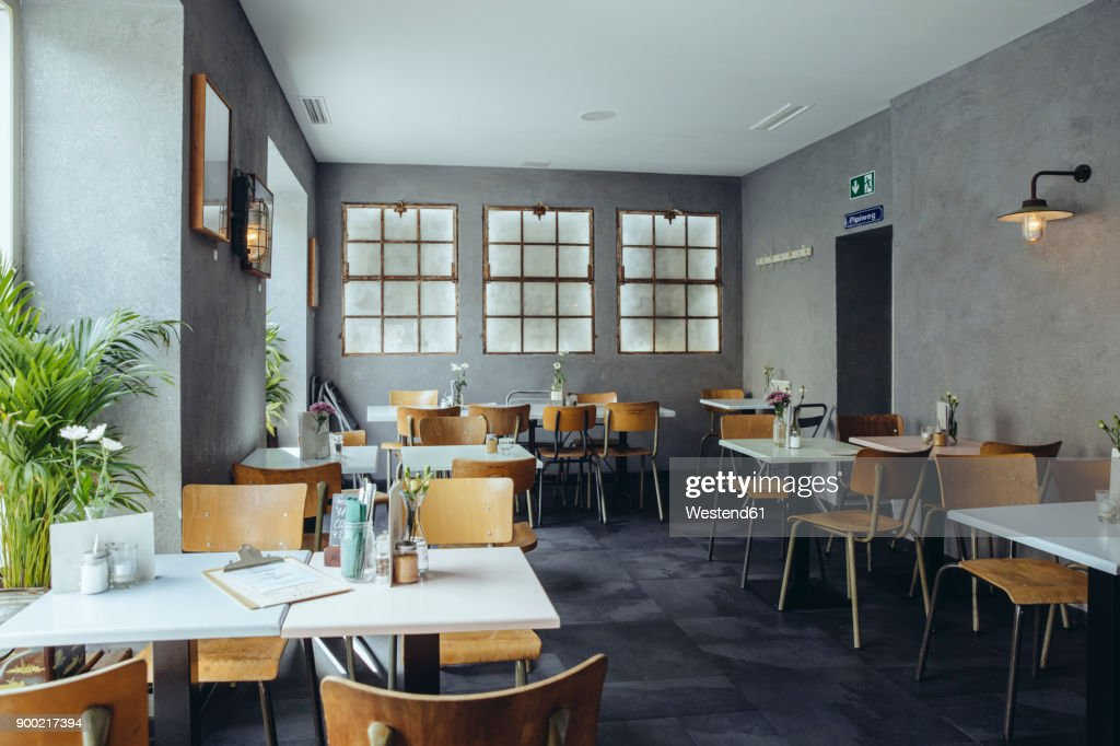 Interior view of an empty cafe : ストックフォト