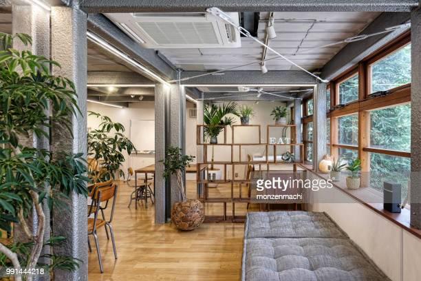 空カフェのインテリア ビュー - サテン ストックフォトと画像