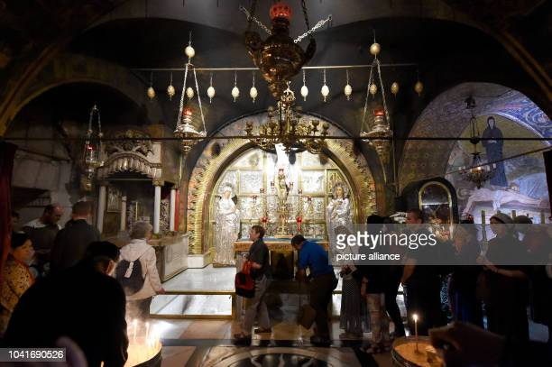 Interior view of the Church of the Holy Sepulchre in Jerusalem, Israel, 07 April 2016. Photo: Carsten Rehder/dpa | usage worldwide