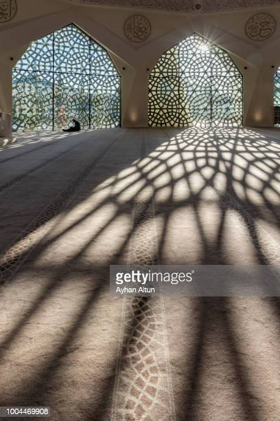 interior view of the ilahiyat (theology) mosque at altunizade neighborhood of uskudar district, istanbul turkey - contemporary istanbul foto e immagini stock