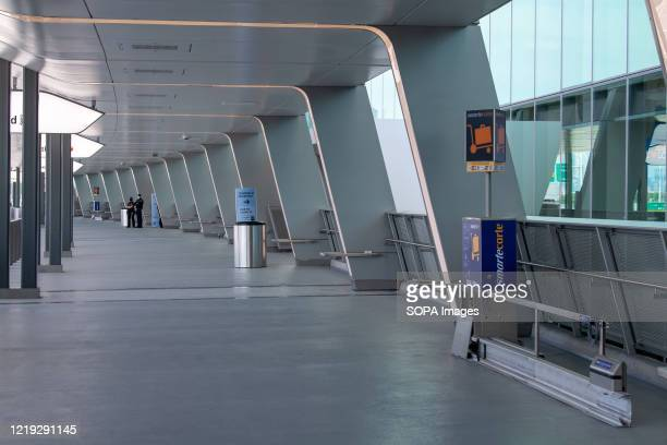 Interior view of the LaGuardia Airport's brand-new state-of-the-art Terminal B arrivals and departures hall. Construction of new redesigned airport...