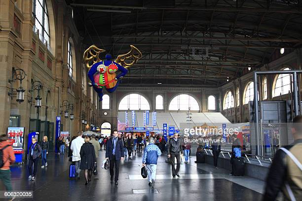 interior view of zurich central railway station - bahnhof stock-fotos und bilder