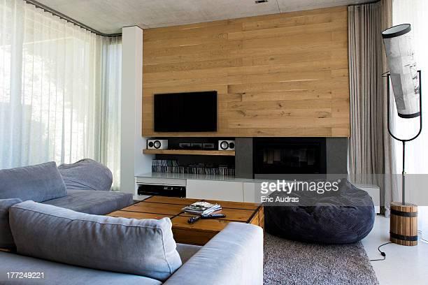 interiors of a living room - sacco photos et images de collection