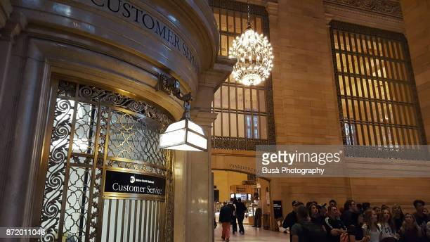 interiors of grand central station in manhattan, new york city: customer service center on the main concourse - grand central station manhattan - fotografias e filmes do acervo