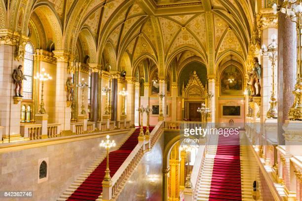 interiour do parlamento húngaro, em budapeste - sede do parlamento húngaro - fotografias e filmes do acervo