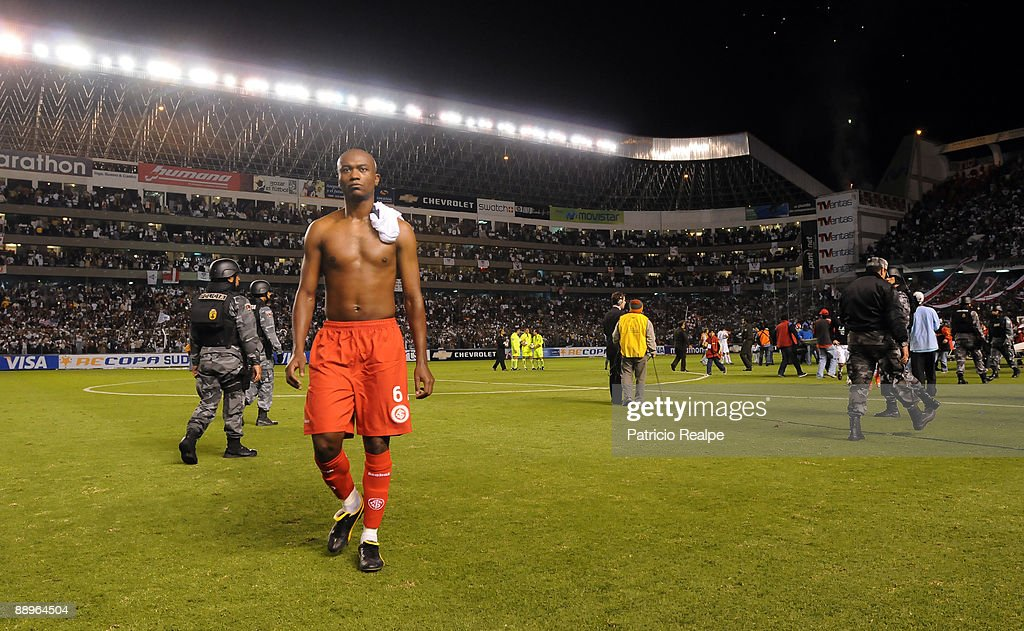 Internacional's Kleber leaves the pitch after the team's loss to Liga Deportiva Universitaria in a 2009 South American Recopa soccer match at the Casa Blanca Stadium on July 9, 2009 in Quito, Ecuador. LDU won 3-0.