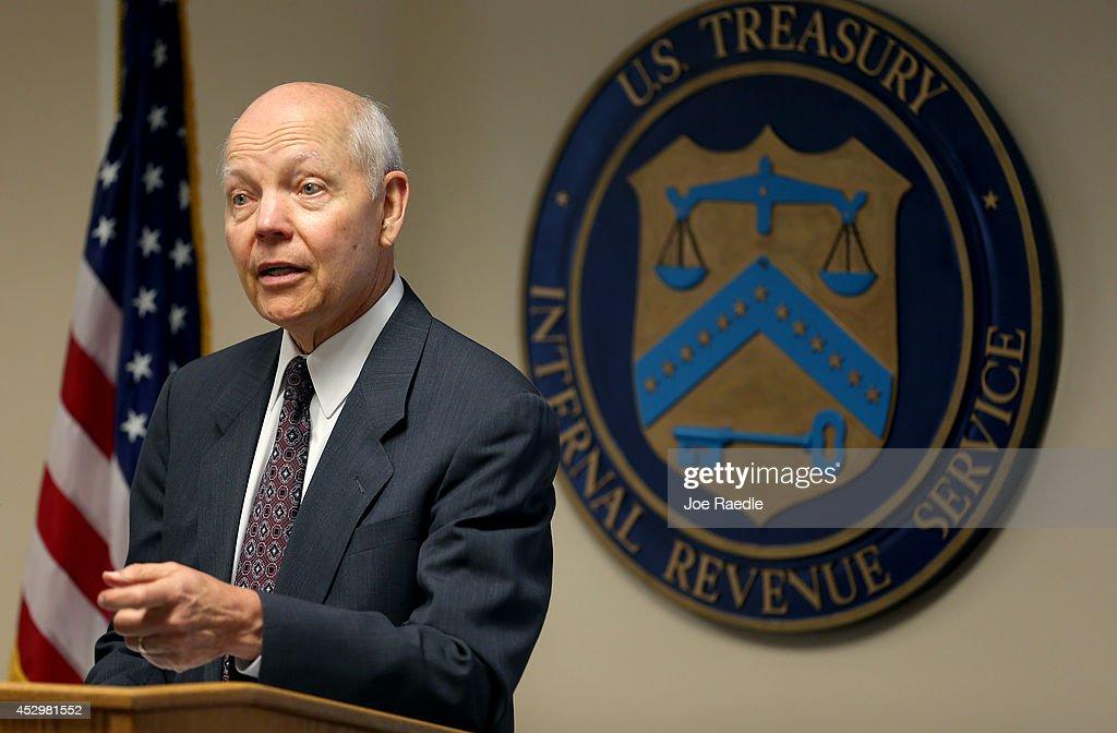IRS Commissioner John Koskinen Visits Miami IRS Office : News Photo