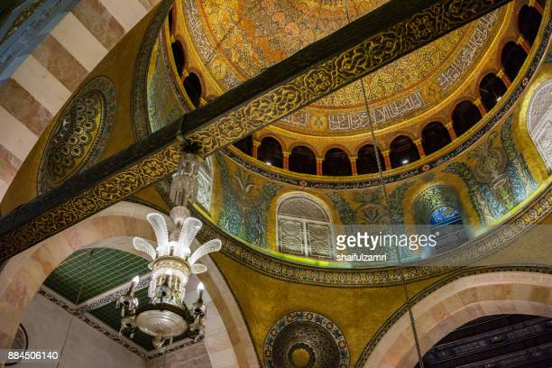 """baitulmuqaddis, palestine - 13th nov 2017; internal view of al-aqsa mosque, jerusalem. built in 691, where prophet mohamed ascended to heaven on an angel in his """"night journey"""". - shaifulzamri stock pictures, royalty-free photos & images"""