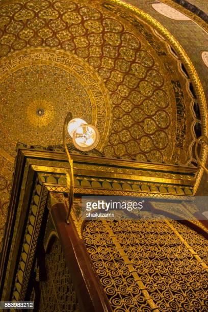 internal view of dome of the rock islamic mosque temple mount, jerusalem - shaifulzamri fotografías e imágenes de stock