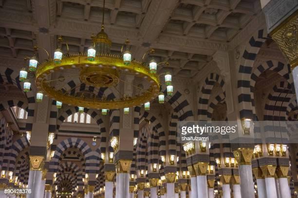 internal view of mosque al-nabawi in medina, saudi arabia. - shaifulzamri 個照片及圖片檔