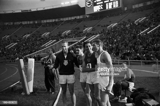 International Athletics Championship In Moscow Moscou 29 juillet 1958 Lors du match international d'athlétisme au stade Lénine deux athlètes Russes...