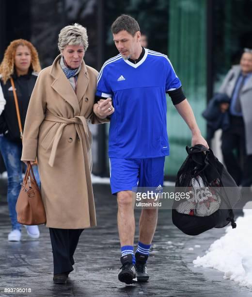 International beim Home of FIFA Legends Game 2017 FIFA stellvertretender Generalsekretaer Zvonimir Boban mit Ballsack und FIFA Rat Member Evelina...