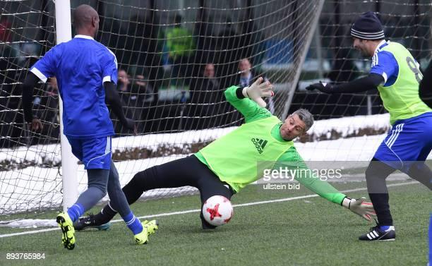 FIFA International beim Home of FIFA Legends Game 2017 Torwart Francesco Toldo gegen Eric Abidal und Mohamed Aboutrika
