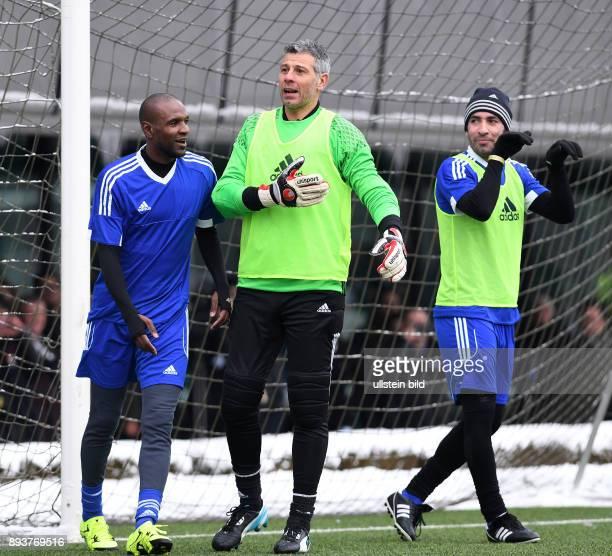 FIFA International beim Home of FIFA Legends Game 2017 Torwart Francesco Toldo mit Eric Abidal und Mohamed Aboutrika