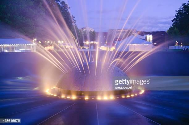 internationaler springbrunnen im seattle center in washington state - seattle center stock-fotos und bilder