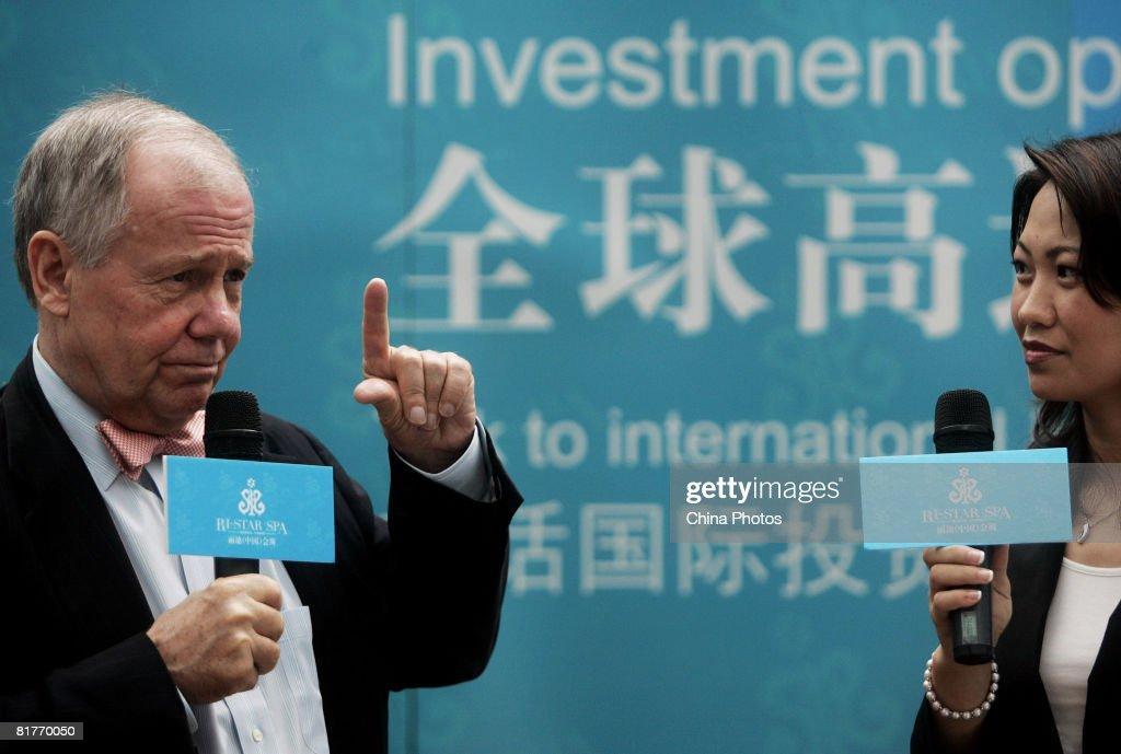International Investor Jim Rogers Delivers Speech In Shanghai : ニュース写真