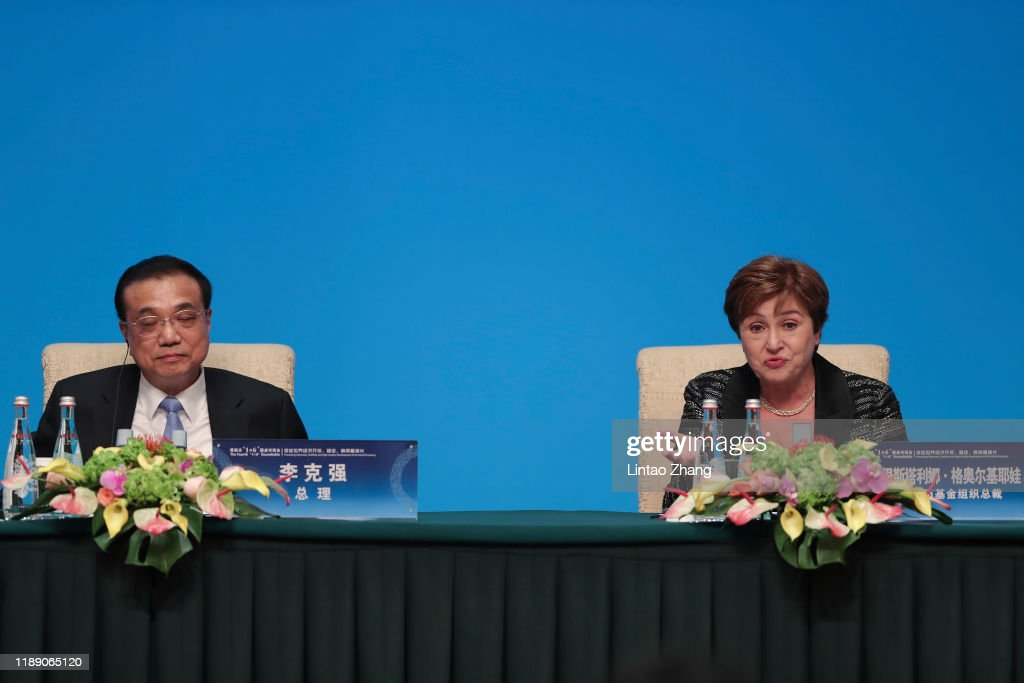 "Premier Li Keqiang Hosts Fourth ""1+6"" Round Table Dialogue : News Photo"