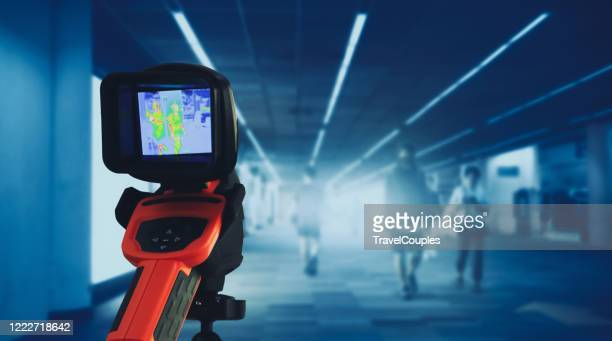 international passengers infrared thermal scan imaging camera on immigration and entry after landing. conceptual security and medical health diagnosis quarantine precaution measurin - infrarosso foto e immagini stock