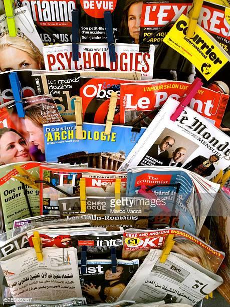 international press on display - escrita ocidental - fotografias e filmes do acervo