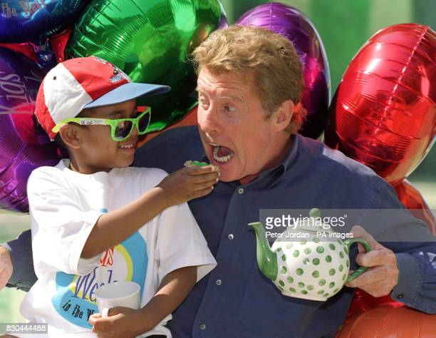 International singer and performer Michael Crawford and fouryearold Joshua Haines of London during a tea party after a special performance of 'Alice...