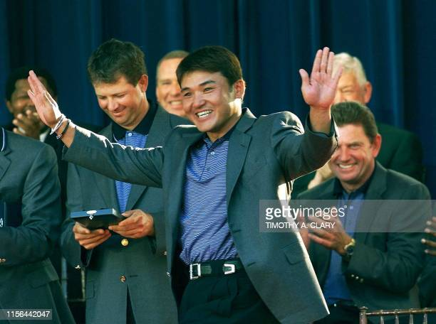 International Team player Shigeki Maruyama waves as he accepts his medal during closing ceremonies 22 October, 2000 at the Presidents Cup at Robert...