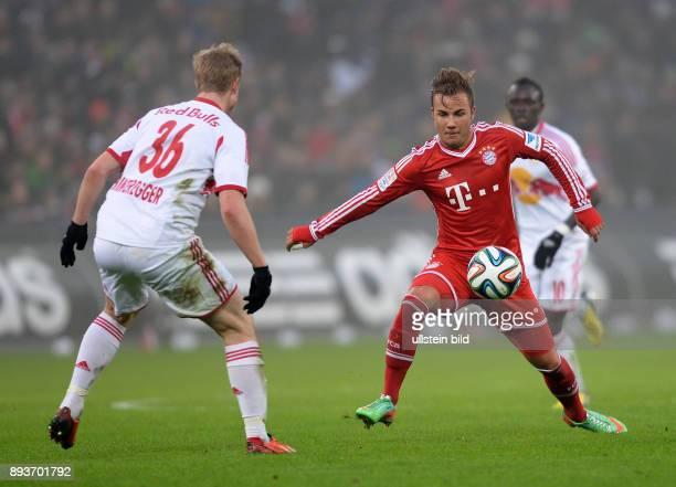 FUSSBALL International Testspiel 2013/2014 FC Red Bull Salzburg FC Bayern Muenchen Mario Goetze gegen Martin Hinteregger