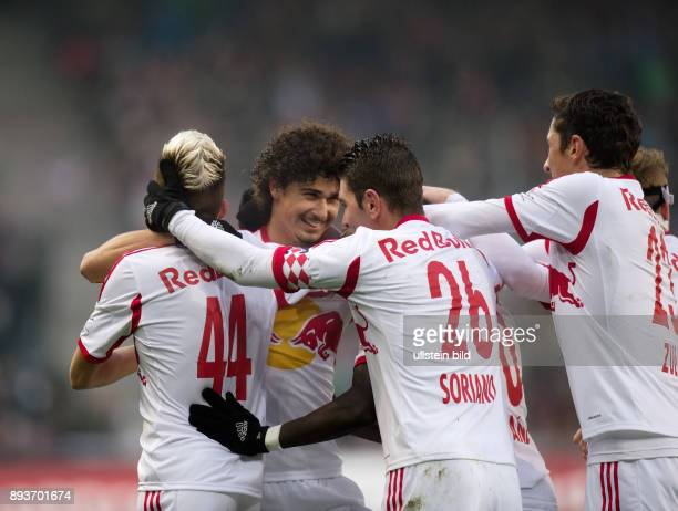 FUSSBALL International Testspiel 2013/2014 FC Red Bull Salzburg FC Bayern Muenchen Red Bull Salzburg Kevin Kampl Andre Ramalho Jonatan Soriano Sadio...