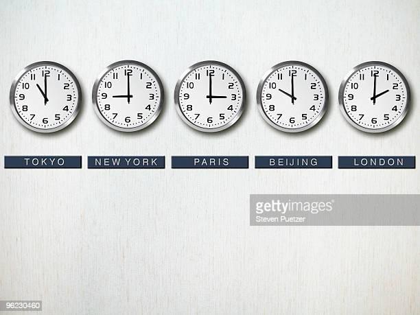 international time zone clocks on wall - cambio horario fotografías e imágenes de stock