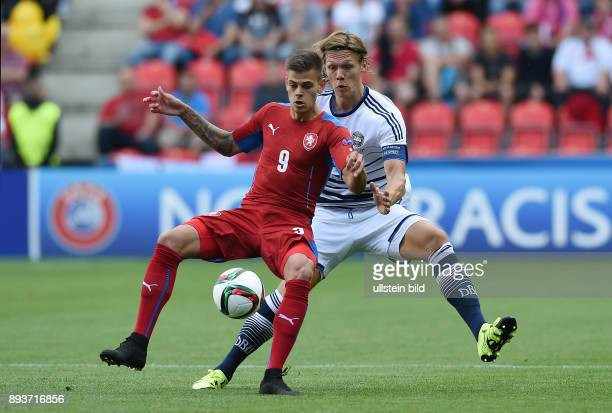FUSSBALL International UEFA U21EUROPAMEISTERSCHAFT 2015 GRUPPENPHASE in Prag Tschechische Republik Daenemark Jannik Vestergaard gegen Jan Kliment