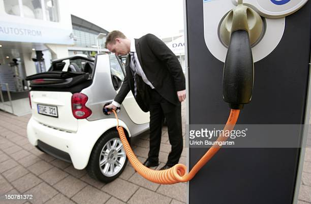 Internationale AutomobilAusstellung International Motor Show in Frankfurt Main Our picture shows an ESmart at charging station