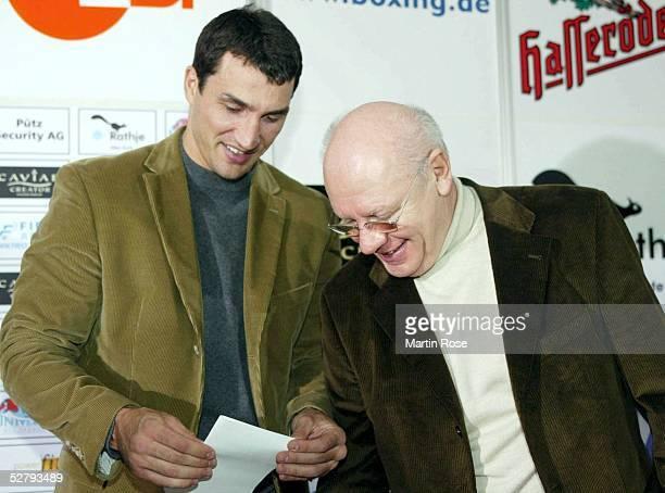 """Internationale Meisterschaft 2003 im Schwergewicht, Kiel; Pressekonferenz; Wladimir Klitschko/UKR - Danell """"Doc"""" Nicholson/USA; Wladimir KLITSCHKO -..."""