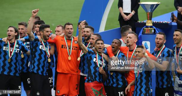 Internazioanle players celebrate as they wait for captain Samir Handanovic lift the scudetto trophy following the Serie A match between FC...