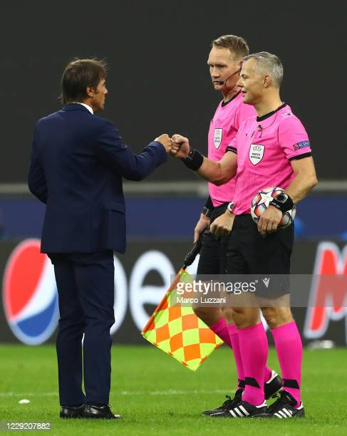 Internazionale coach Antonio Conte greets Referee Bjorn Kuipers at the end of the UEFA Champions League Group B stage match between FC Internazionale...