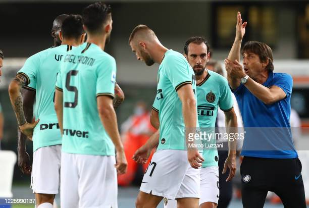 Internazionale coach Antonio Conte issues instructions to his players during the Serie A match between Hellas Verona and FC Internazionale at Stadio...