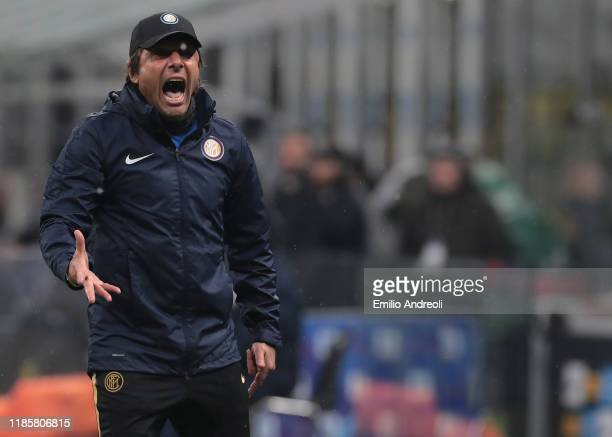 Internazionale coach Antonio Conte shouts to his players during the Serie A match between FC Internazionale and SPAL at Stadio Giuseppe Meazza on...