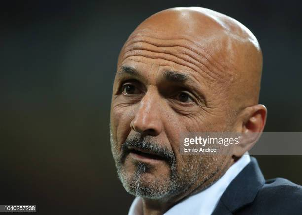 Internazionale coach Luciano Spalletti looks on during the Serie A match between FC Internazionale and ACF Fiorentina at Stadio Giuseppe Meazza on...