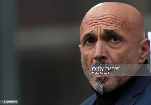 Internazionale coach Luciano Spalletti looks on during the Serie A match between FC Internazionale and Atalanta BC at Stadio Giuseppe Meazza on April...