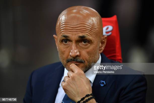 Internazionale head coach Luciano Spalletti looks on during the Serie A match between FC Internazionale and US Sassuolo at Stadio Giuseppe Meazza on...